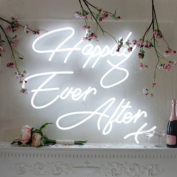 Neon love! These super chic signs are popping up inhellip
