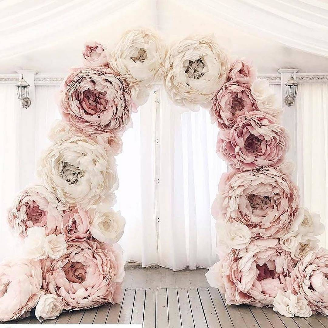 OMG! This is how you do a floral ceremony arch!hellip